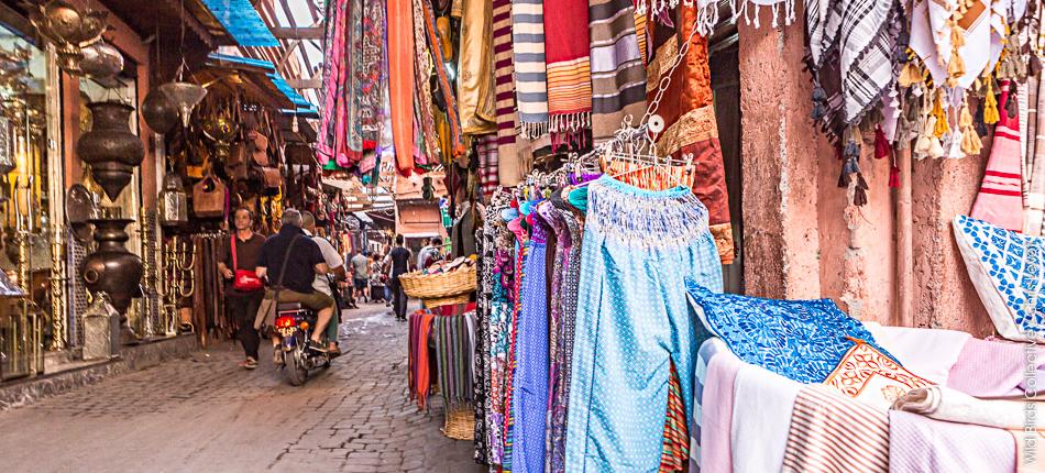 Ruelle dans les souks de marrakech