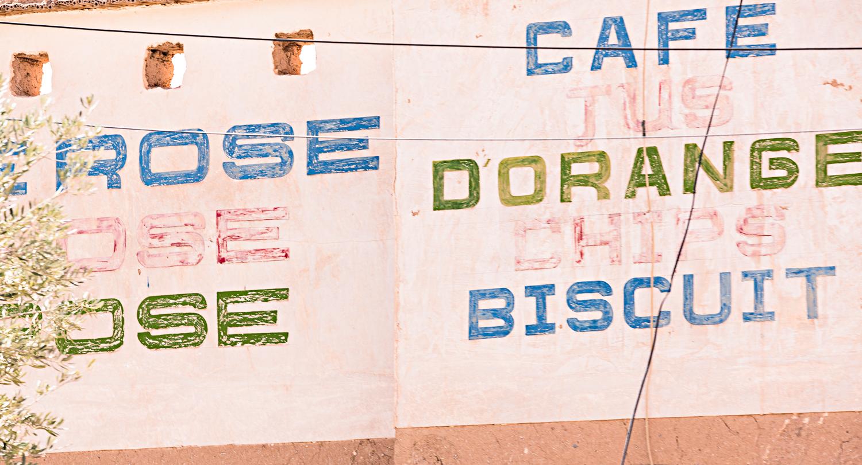 Enseigne eau de rose au Maroc